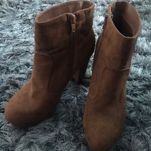 Ankle high bootie heels, suede